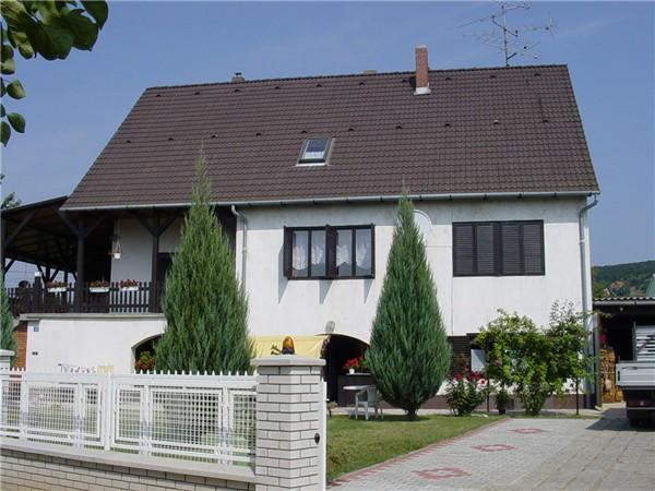 Révfülöp, Ház - Erzsébet nyaralóház a révfülöpi strand közelében kiadó..Ferienhaus frei